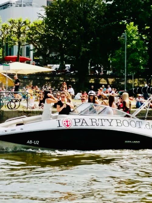 Partyboot mieten in Frankfurt